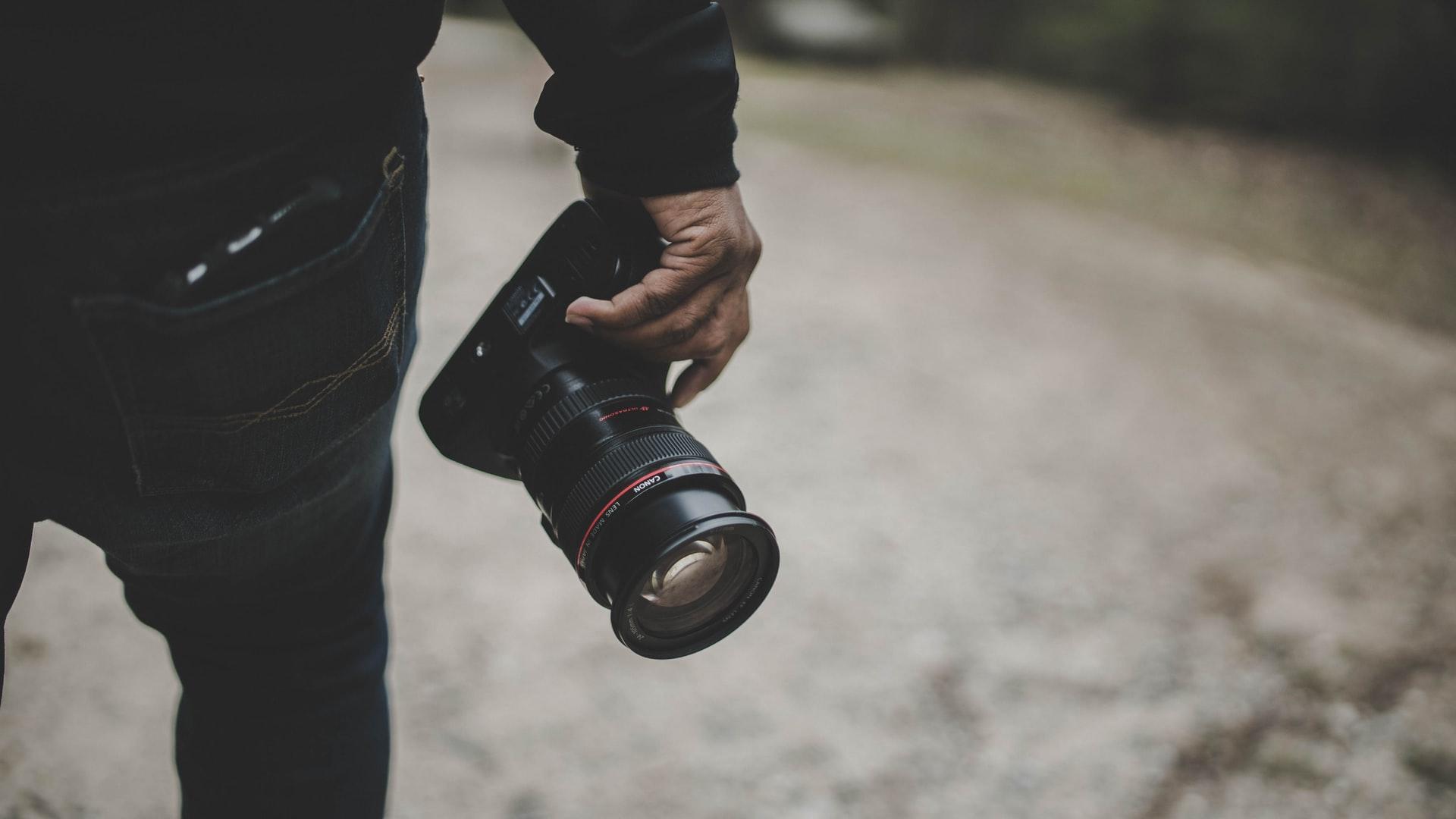 Online photo storage v. DAM